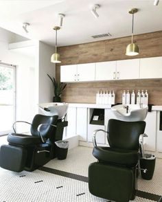 A new salon is calling Erie Ave. home, and it's adding lots of light and beauty to the community. Keep reading to learn more.