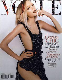 Vogue Paris février 2005 http://www.vogue.fr/photo/les-photographes-de-vogue/diaporama/mario-testino-en-53-couvertures-de-vogue-paris/5735/image/406794