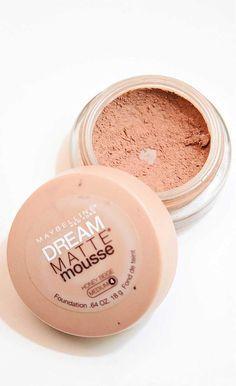 Si tu piel tiende a ser grasa y estas en busca de una base de maquillaje, en este artículo te daremos algunos consejos sobre las bases de maquillaje para piel grasa de Maybelline.Maybelline tiene una ampl...