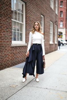 spring-trends-2017-asymmetrical-one-shoulder-tops-ruffles-culottes-wide-leg-cropped-pants-mules-white-slides-solace-london-everland-split-statement-sleeves-white-navy-style-fashion3