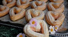 Creative Food, Bagel, Sausage, Bread, Recipes, Foods, Frost Donuts, Crack Crackers, Hampers