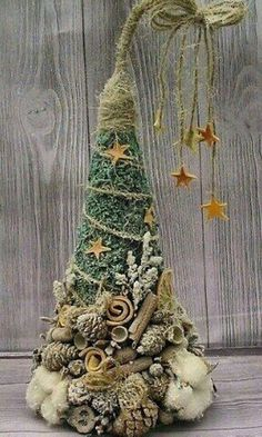 28 DIY Christmas Outdoor Decorations Ideas Let the world know you're in the festive spirit with these amazing outdoor Christmas decorations which will create a magical holiday atmosphere for all to see! Christmas Tree Crafts, Outdoor Christmas Decorations, Rustic Christmas, Xmas Tree, Winter Christmas, Christmas Holidays, Christmas Wreaths, Snowman Crafts, Christmas Snowman