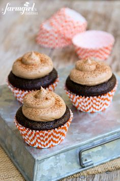 Chocolate Cupcakes with Pumpkin Spice Marshmallow Filling and Chocolate Buttercream - www.afarmgirlsdabbles.com