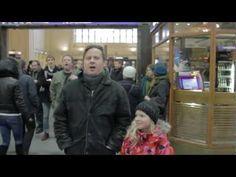 Flashmob: Finlandia Helsingin rautatieasemalla (Pekka Haaviston kannattajien keikaus)
