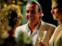 Candinho (Alexandre Borges) garante boas risadas na novela Avenida Brasil