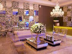 Lounge com parede de flores-Casamento clássico