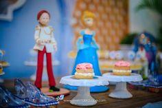 E não seria um final feliz sem o príncipe, certo Birthday Cake, Desserts, Food, Once Upon A Time, Cinderella, Happy, Princesses, Tailgate Desserts, Birthday Cakes