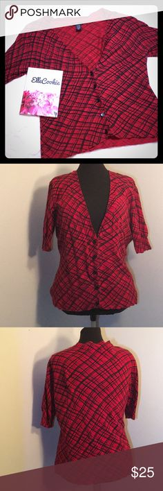 {NEW} NY&CO Red Plaid Short Sleeve Cardigan Short sleeve V-Neck Button up cardigan with red and black plaid design. EUC.    ▪REASONABLE OFFERS WELCOMED or BUNDLE FOR A SPECIAL DISCOUNT ▪️  Tags: plaid, Christmas, holiday, layering, casual, cool, office, sweater New York & Company Sweaters Cardigans