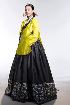 dong yi hanbok - Google Search Korean Hanbok, Korean Dress, Korean Outfits, Korean Traditional Dress, Traditional Fashion, Traditional Dresses, Dong Yi, Oriental Dress, Korean Design