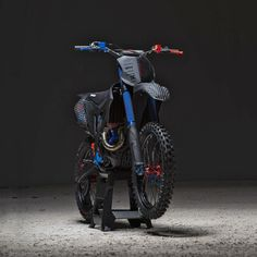 Custom Bikes Of The Week: 27 January, 2019 printing is picking up speed within the custom scene, and offers some amazing opportunities—just check the bodywork on this from Italy. Kawasaki Dirt Bikes, Ktm Dirt Bikes, Cool Dirt Bikes, Mx Bikes, Sport Bikes, Off Road Bikes, Yamaha Bikes, Dirt Biking, Triumph Motorcycles