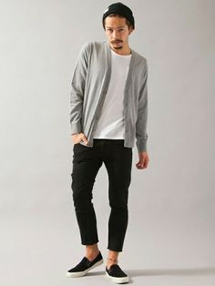 Beat the chilling weather and look fashionable with a black cardigan. Winter Fashion Casual, Casual Fall, Men Casual, Minimal Fashion, Urban Fashion, Mens Fashion, Outfits For Teens, Casual Outfits, Fashion Outfits