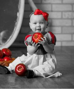 Love this pic of a child dressed like Snow White.
