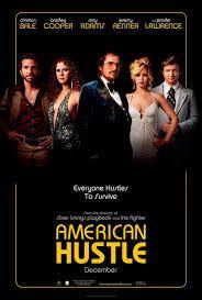 Título: American Hustle Título original: American Hustle Género: Drama Estreno: 2013 Censura: 12 años  Sinopsis: La película será un drama que girará en torno a un artista del engaño que se unirá a una misión del FBI para resolver un caso de corrupción, llevándoles las pistas hasta Atlantic City y Washington D.C.