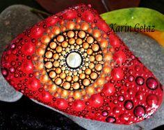 roca de Mandala, piedra de mandala, piedra pintada, piedra pintada, mandala rojo, espiritual arte, arte en miniatura, arte yoga, reiki arte, arte de la meditación