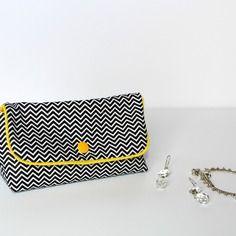 Mini-trousse à maquillage ou pochette à bijoux en tissu graphique chevrons noirs