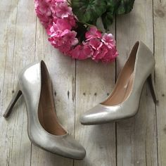 """Lauren Conrad blossom gold metallic heels New without tags- will come without box. Great gold shimmer color. 4 inch heel. Seize 6.5.  ❌ No trades or off Poshmark transactions.   👌🏻Quick shipping.   💁🏻Offers welcome through """"Make an Offer"""" feature.   👗👠 Bundle discount.   ❔ Feel free to ask any questions. LC Lauren Conrad Shoes Heels"""