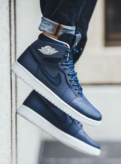 Nike Air Jordan 1 Retro High Nouveau: Mid Navy/Light Bone