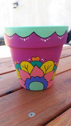 Garden design ideas diy terra cotta new ideas Painted Clay Pots, Painted Flower Pots, Painted Jars, Garden Deco, Garden Pots, Plants In Bottles, Clay Pot People, Flower Pot Design, Pot Jardin