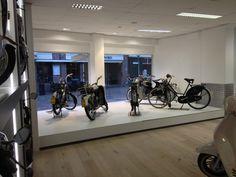 #Van Vliet tweewielers #Hoorn #scooter #afdeling #bromfiets #steen interieur #van vliet