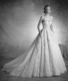 Norte - Strappy wedding dress with a puffy skirt in tulle and lace
