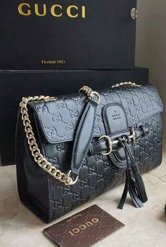 The Gucci Emily Guccissima Large Chain Shoulder Bag is one-of-a-kind masterpiece melting every elegant girl's heart for sure. Check details at http://www.luxtime.su/gucci-emily-guccissima-large-chain-shoulder-bag-gu295402-black