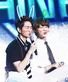 This leader-magnae combo from Shinee slowly make their way to my heart, Onew and Taemin . Onew Jonghyun, Lee Taemin, K Pop Boy Band, Pop Bands, Korean Star, Korean Men, Asian Men, Shinee Five, Shinee Debut