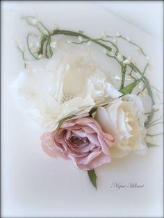 Kumaş çiçeklerden gelin tacı