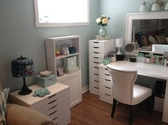 DIY Makeup Vanity: storage furniture from Besta and Alex collections, Ikea.
