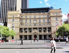 Customs House is a great public space where you can sit down and read a newspaper, enjoy some artwork, browse the internet, or enjoy a great meal.