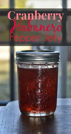 Cranberry Habenaro Jelly // Cupcake Dreams and Paper Memories - Gelee Ideen Cranberry Pepper Jelly Recipe, Pepper Jelly Recipes, Cranberry Jam, Hot Pepper Jelly, Cranberry Butter Recipe, Habanero Recipes, Jam Recipes, Canning Recipes, Habanero Jelly