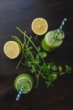 Detox Juice  My Go-To Green Juice for Detoxing // soletshangout.com #greenjuice #detox #cleanse #juicing #cilantro #glutenfree #vegan #paleo