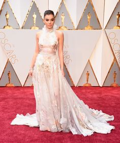 HOLLYWOOD, CA - FEBRUARY 26: Actor Hailee Steinfeld attends the 89th Annual Academy Awards at Hollywood