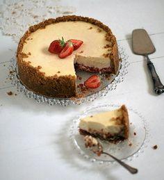Raparperi-mansikka-inkiväärijuustokakku I Want To Eat, Cheesecakes, Tiramisu, Sweet Tooth, Berries, Favorite Recipes, Sweets, Baking, Ethnic Recipes