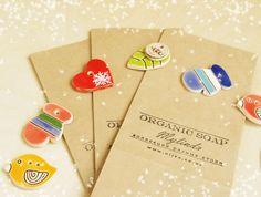 Подарочная упаковка 13 под несколько мыльных брусков. В набор входит крафт-пакет с нашим логотипом и стильная керамическая фишка на выбор, натуральный шпагат.