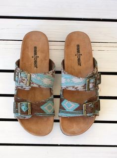 Slip into stylish comfort with the Gyspy Sandal from Minnetonka. These slide-on summer shoes feature two adjustable straps with buckle details and cushioned footbeds, resulting in summer's version of Sock Shoes, Cute Shoes, Me Too Shoes, Shoe Boots, Shoes Sandals, Sandals Outfit, Western Shoes, Western Wear, Over Boots