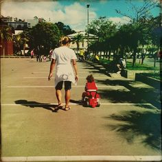 Pensar em mobilidade é garantir o direito de ir e vir com segurança para a criança com o seu triciclo.