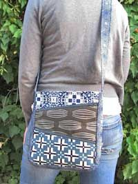 Zippy Bag Pattern by Jen Giddens - I  really like the extra large zippered pockets on the front!