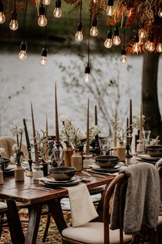 This Intimate Wedding Inspiration at Frickley Lake is Pure Coziness – Junebug Weddings This Intimate Wedding Inspiration at Frickley Lake is Pure Coziness Neutral colored candlesticks + hanging Edison bulbs made this intimate table cozy + inviting Wedding Table Decorations, Wedding Table Settings, Wedding Tables, Intimate Weddings, Intimate Wedding Reception, Deco Table, Reception Table, Wedding Trends, Wedding Ideas