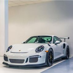 Porsche 991 GT3 RS painted in White  Photo taken by: @farisfetyani on Instagram