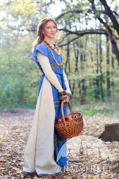 Costume de robe et surcot médiévaux de lin « Janet ensoleillée » d'ArmStreet