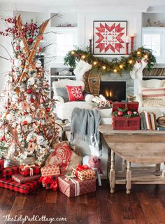 5 easy inexpensive Christmas tips. Decorate your home for the holidays with these budget friendly tips and ideas. Classic and fun decor.