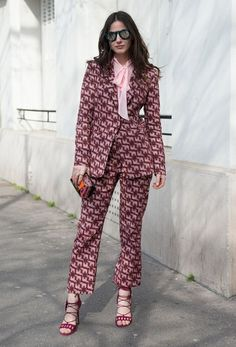 25 Ways to Pull off a Monochromatic Outfit like a Street Style Star Fashion Line, Star Fashion, Fashion Outfits, Fashion Trends, Monochrome Outfit, Royal Clothing, Power Dressing, Mode Editorials, Colourful Outfits
