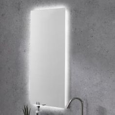 Spiegelpaneel met indirecte verlichting. Door zijn formaat (40x90) ideaal voor elke toiletruimte. Exclusief te verkrijgen bij X2O. Panneau miroir avec éclairage indirect. En raison de sa taille (40x90) idéale pour toutes les toilettes. Disponible exclusivement chez X2O. #mirror #bathroom #toilet #makeup #interiordesign