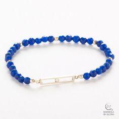Bonita pulsera de jade azul y elegantes entrepiezas de plata 925. Blue jade bracelet with elegant 925 silver elements.  maribolabygloria.com