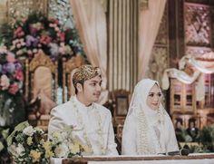 Javanese Wedding, Indonesian Wedding, Palembang, Event Styling, Dan, Dream Wedding, History, Wedding Dresses, Design