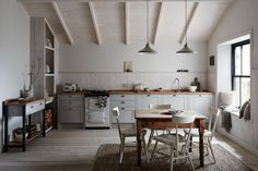 The Allendale Dove Grey Kitchen from The Shaker Collection by Howdens Joinery.