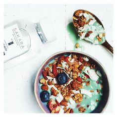 Sakara Morning Water + Toasted Coconut Granola w/ Green Goddess Mylk can only be compared to true MAGIC.