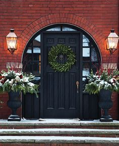 Find traditional Christmas decorating ideas that take Christmas back to the classics, like gold accents, tartan and rich colors.
