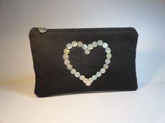 trousse pochette plate toile noire avec coeur en boutons de nacre : Trousses par mademoiselle-rose