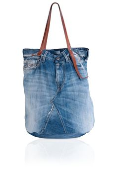 Big bombé vintage denim tote bag (L50 X H60 cm) with leather handles Denim. FW3329.000.A0181A .900 | Complemento | Mujer | FW14 | Replay | REPLAY - Official Online Shop